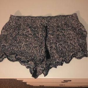 Aeropostale black and white patterned shorts